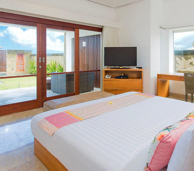 Villa Bayu Gita Beachfront - Downstairs front bedroom