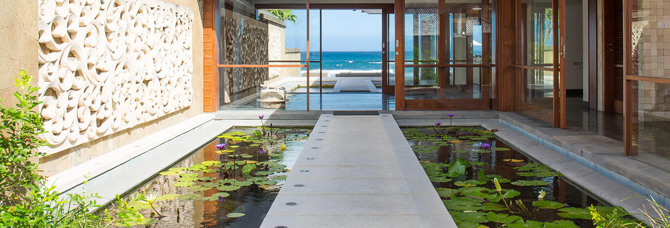 Villa Bayu Gita Beachfront - Path across pond