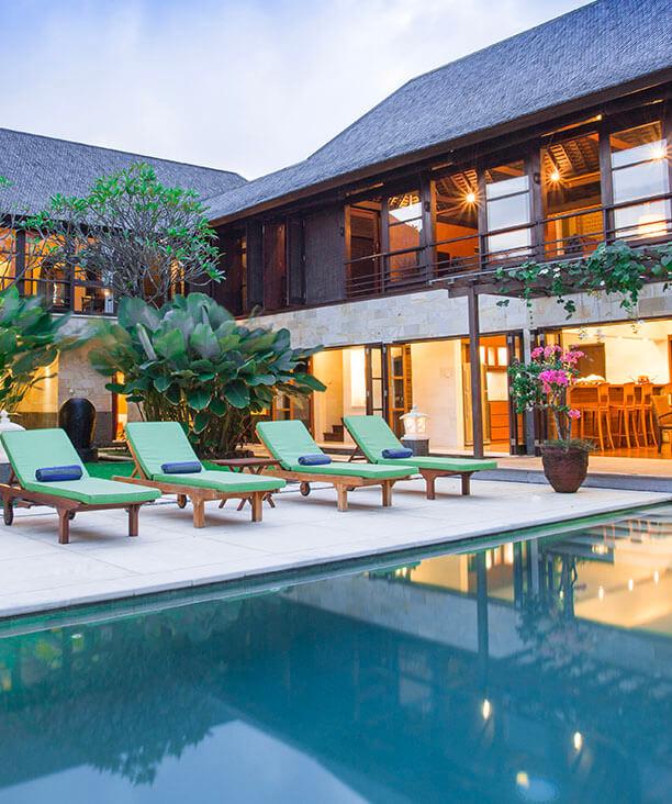 Villa Bayu Gita Residence - Poolside at night